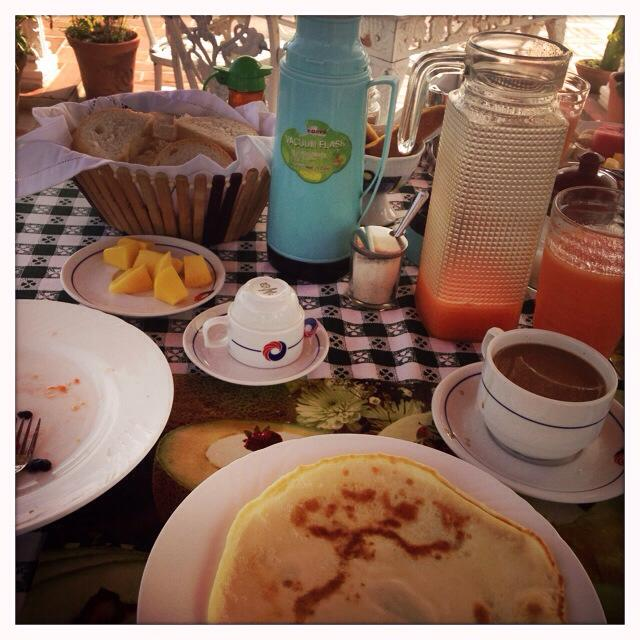 Massive breakfasts with fresh fruit juice, pancakes, and thick coffee.